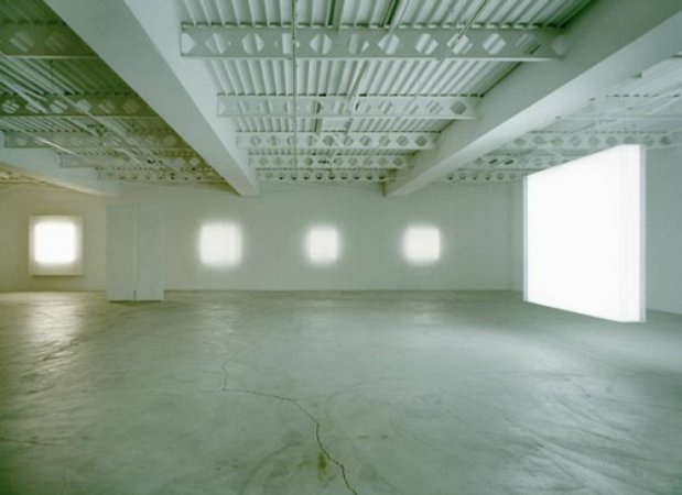 the light and space movement Light and space denotes a loosely affiliated [art movement] related to op art,  minimalism and geometric abstraction originating in southern california in the.
