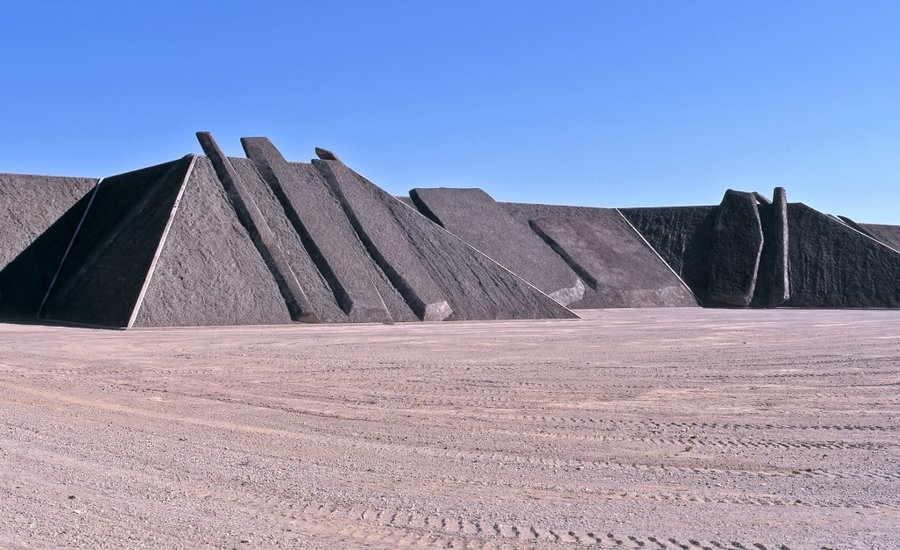 a city of art in the desert behind michael heizer 39 s. Black Bedroom Furniture Sets. Home Design Ideas