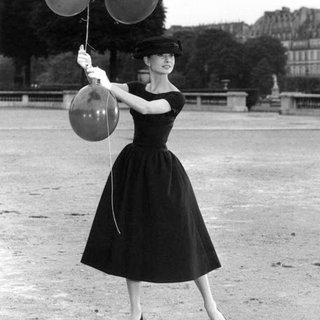 David Seymour, Paris. 1st arrondissement. Jardins des Tuileries. Dutch actress Audrey Hepburn. 1956.