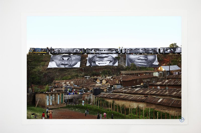 JR, 28 Millimètres, Women are Heroes - In Kibera Slum, train passage 1 -