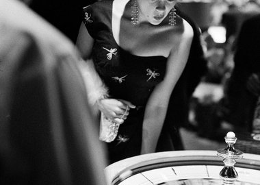 Frank Worth - Jayne Mansfield plays roulette in Vegas
