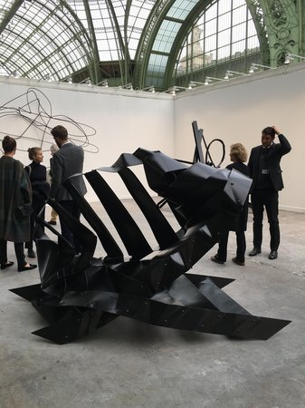 black sculpture calder pic