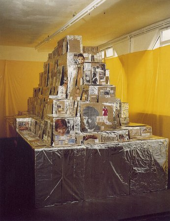 Thomas Hirschhorn, Tres Grand Buffet, 1995