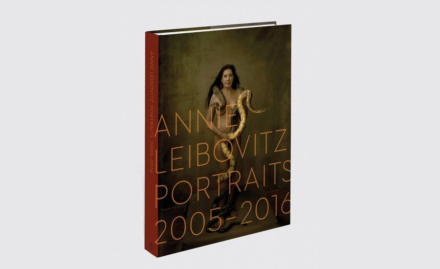 """The Portrait is Always Dependent on the Moment"": Read What Annie Leibovitz Wrote About Becoming a Photography Icon"