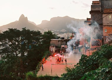 Marc Ohrem-Leclef - Suzana with her sons and neighbors, Cantagalo, Rio de Janeiro