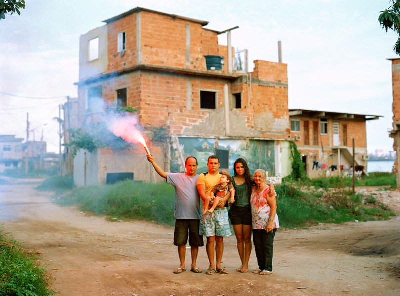 by marc_ohrem_leclef - Bruno with his father and grandmother, his wife and his son, Favela Vila Autódromo, Rio de Janeiro 2015