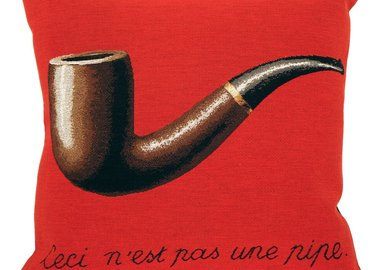 René Magritte - La Trahison des Images, Red (1929) (pillow)
