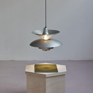 Simon Starling, 27 Homemade Henningsen Lamps + 1 Average
