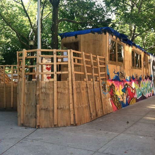 "Thomas Hirschhorn's ""Gramsci Monument"" Draws Crowds, Even in the Heat"
