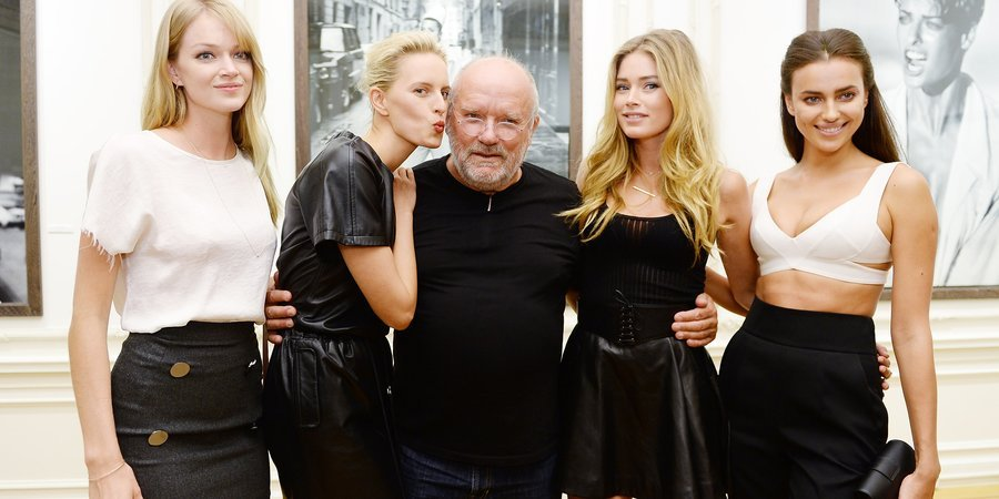 Peter Lindbergh with models Lindsay Ellingson, Karolina Kurkova, Doutzen Kroes, and Irina Shayk at the opening of the photographer's new show, presented by Vladimir Restoin Roitfeld