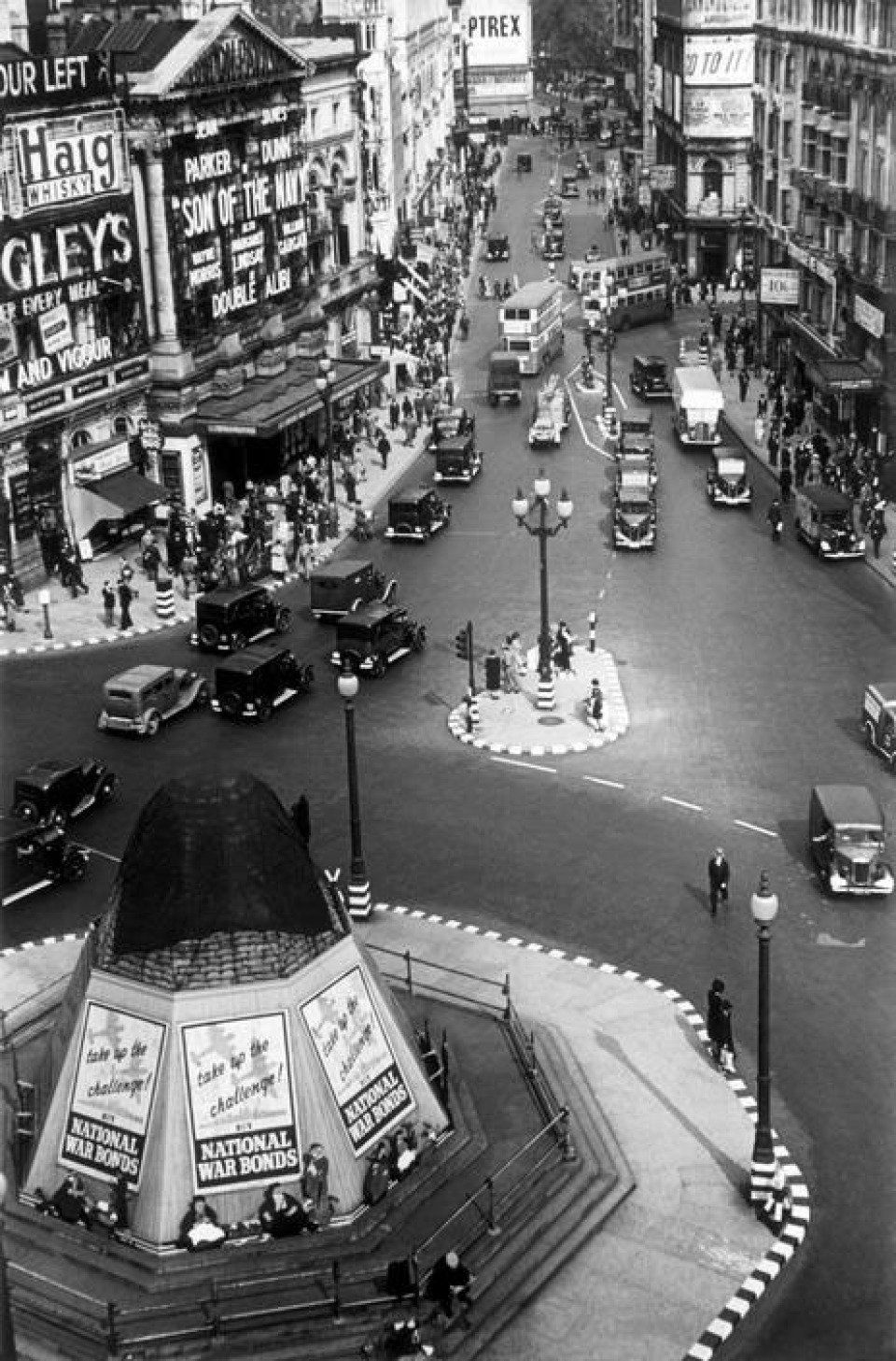 George Rodger England London Picadilly Circus 1940